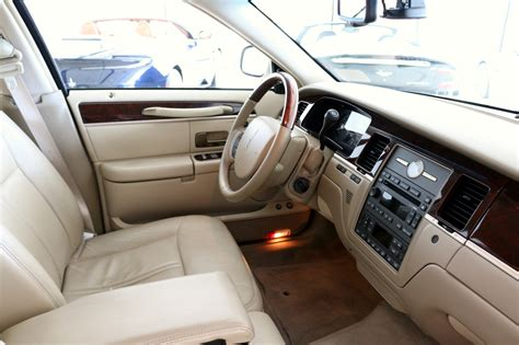 2009 Lincoln Town Car Signature Limited Stock # P614771