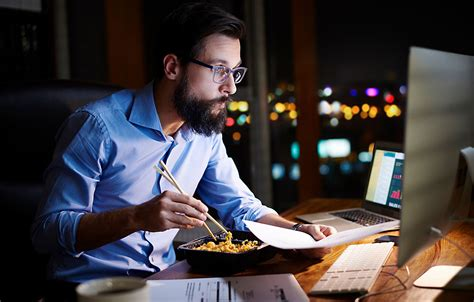 Do Salaried Employees Get Overtime Pay?   MileIQ