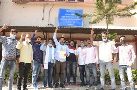 congress workers demonstrate againest UPCL in dehradun