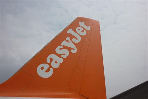 easyJet founder to question board over Airbus ties