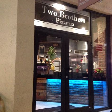 TWO BROTHERS PIZZA, Miami - 8424 Mills Dr - Restaurant