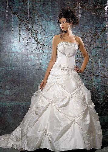 Beautiful Strapless Wedding Gowns ~ Bridal Wears