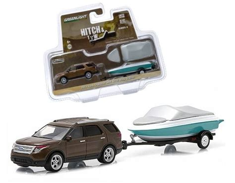 Greenlight 1:64 HITCH & TOW SERIES 4 2013 FORD EXPLORER