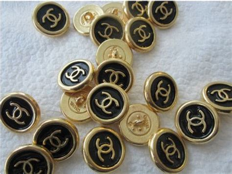 COCO CHANEL black enamel and gold buttons auction for 10